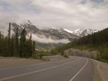 Lopp mellan det panorama- berget Arkivbild