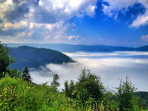 Lopp på bosnisk mountaine Arkivbild