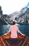 Lopp på Braies Sjö Lago Di Braies i Dolomites, Italien, Europa arkivbild