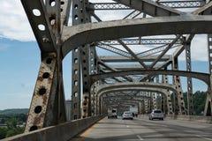 Lopp på Brent Spence Bridge arkivbild