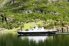 Lopp på en färja i Lysefjord Arkivbild