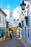 Lopp Portugal, Faro historiska byggnader inom den medeltida väggen, medelhavs- arkitektur royaltyfria bilder
