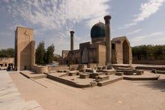 Lopp till den asiatiska historiska mausoleet Samarkand, Uzbekistan fotografering för bildbyråer