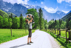 Lopp, vandring och familjfoto arkivfoto