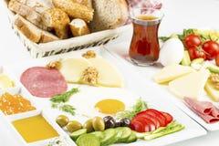 Loppbegrepp: aktivering med den traditionella l?ckra turkiska frukosten royaltyfri illustrationer