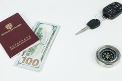 Loppbegrepp, colombianskt pass med dollarr?kningar f?r lopp utomlands arkivfoton