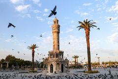 Loppbegreppsfoto; Turkiet/Izmir/Konak/historiskt gammalt klockatorn/Konak fyrkant royaltyfri fotografi
