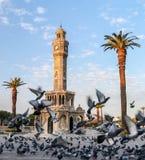 Loppbegreppsfoto; Turkiet/Izmir/Konak/historiskt gammalt klockatorn/Konak fyrkant royaltyfri bild