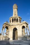 Loppbegreppsfoto; Turkiet/Izmir/Konak/historiskt gammalt klockatorn/Konak fyrkant arkivfoton