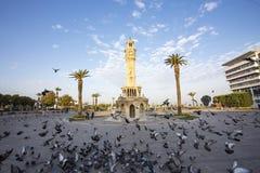 Loppbegreppsfoto; Turkiet/Izmir/Konak/historiskt gammalt klockatorn/Konak fyrkant royaltyfria foton
