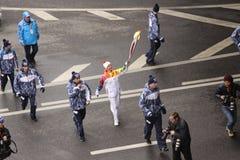 Loppet om den Olimpic flamman i Moskva Arkivfoto