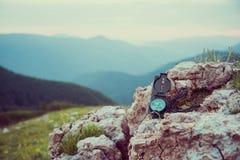 Loppkompass i bergen fotografering för bildbyråer