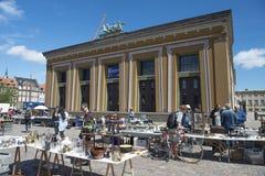 Loppmarknad i den KöpenhamnThorvaldsen fyrkanten Arkivfoton