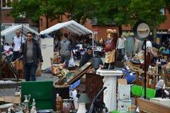 Loppmarknad på stället du Jeu de Balle i Bryssel, Belgien Royaltyfri Fotografi