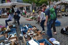 Loppmarknad på stället du Jeu de Balle i Bryssel, Belgien Arkivbild