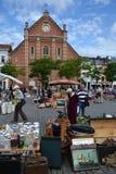 Loppmarknad på stället du Jeu de Balle i Bryssel, Belgien Arkivfoto