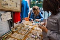 Loppmarknad Waterlooplein i Amsterdam Fotografering för Bildbyråer