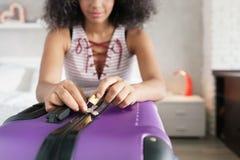 Lopppåse med hänglåsresväskan och bagage med låset Fotografering för Bildbyråer