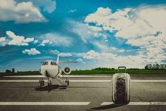 Lopppåsar i flygplats och trafikflygplan Begrepp Arkivfoto