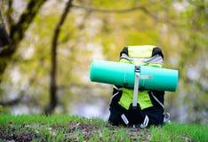 Loppryggsäck på naturbakgrunden Fotografering för Bildbyråer