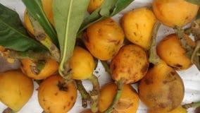 Loquats που παρατάσσεται στο μανάβικο στοκ φωτογραφία