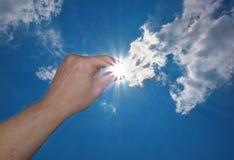 Loquet de main le soleil Photos stock