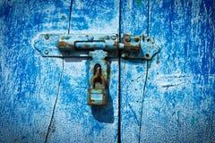 Loquet sur la trappe photographie stock libre de droits