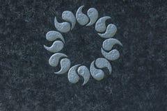 Lorbeerkranz auf Steinoberflächensymbol der Unsterblichkeit, Stockfoto