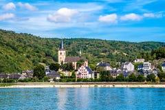 Lorch morgens Rhein, eine Kleinstadt im Rheingau-Taunus-Kreis in Ger Lizenzfreie Stockfotografie