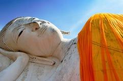 Lord Buddha com céu azul Imagem de Stock Royalty Free