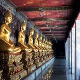 Lord Buddha i buddistisk tempel Royaltyfria Bilder