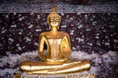 Lord Buddha i buddistisk tempel Royaltyfria Foton