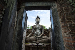 Lord Buddha Image At Wat Srichum nel parco storico di Sukhothai Fotografia Stock Libera da Diritti