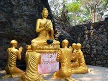 Lord Buddha mit seinen desciples Lizenzfreie Stockbilder