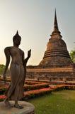Lord Buddha och pagod på Sukhothai Royaltyfri Fotografi