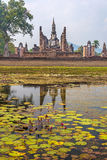 Lord Buddha-standbeeld met bezinning Royalty-vrije Stock Foto's