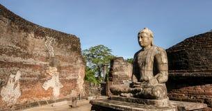 Lord Buddha staty på Polonnaruwa Vatadage Arkivbild