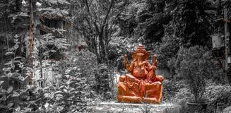 Lord Ganesha Idol dans une jungle images libres de droits