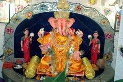 Lord Ganesha mit Riddhi Siddhi seine Frauen Lizenzfreies Stockfoto