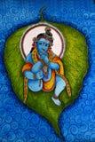 Lord Krishna che si trova su una foglia del banyan Fotografia Stock