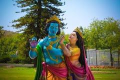 Lord Krishna e Radha Colorful Statue fotografie stock libere da diritti