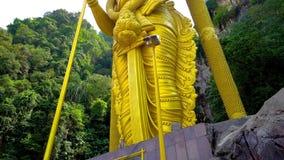 Lord Murugan Hindu Deity Statue en Malaisie 4K banque de vidéos