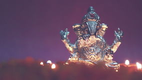 Lordganesha met verlichte olielamp, festivaltijd stock footage