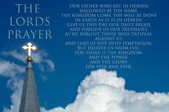 Lords Prayer met Glanzend Gouden Kruis van Christus stock afbeeldingen