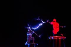Lords van de elektriciteit van de Bliksemhoogspanning tonen stock fotografie