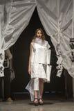 Loredana Bahoric modeshow fotografering för bildbyråer