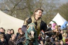 06 04 2015年Lorelay德国-中世纪骑士比赛授以爵位在马的战斗的比赛骑马 图库摄影