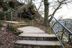loreleyen vaggar plattformen över Rhinet River Tyskland Arkivbild