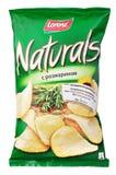 Lorenz Naturals con las patatas fritas del romero empaqueta aislado en blanco foto de archivo