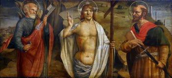 Lorenzo D Alessandro: Toegenomen Christus met heiligen Peter en Paul stock afbeelding